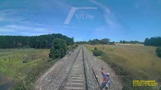 Svoju motorku obetoval na železnici (Austrália)