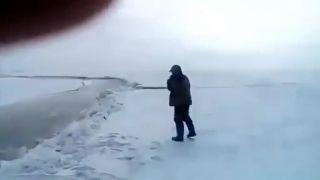 Ako prejsť autom cez trhlinu v ľade?