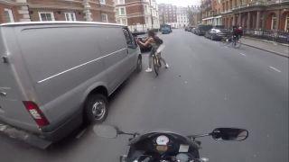 Neser cyklistku, ktorú nepoznáš (Anglicko)