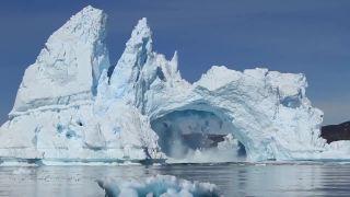 Kolaps gigantického ľadového mostu (Grónsko)