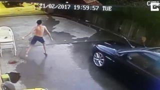 Otec poslal svojho syna umýť auto