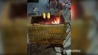 Luxusný mobilný záhradný gril z Brazílie