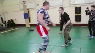 Špeciálne jednotky vs. MMA bojovník (Rusko)