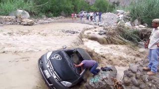 S mojím autom cez rieku prejdem! (Peru)