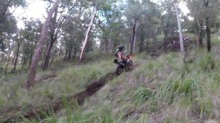 Motorkára sundal kameň (Austrália)