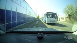 Zamyslená dievčina vystúpila za jazdy (Rusko)