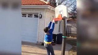 Ťažký život začínajúceho basketbalistu!