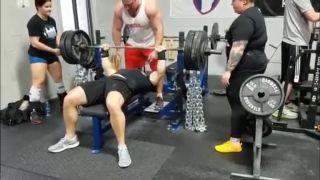 Vlhké dlane ťa môžu niekedy zabiť (tlaky s 250 kg)