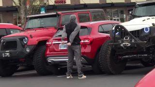 Keď parkuješ ako idiot cez 2 parkovacie miesta (karma)