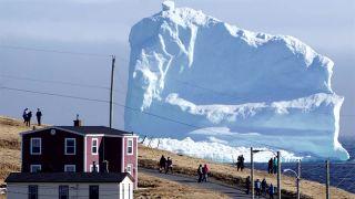 45-metrový ľadovec láka turistov (Kanada)