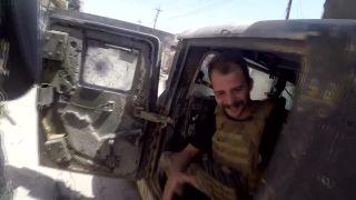 Snajper zničil novinárovi GoPro kameru (Irak)