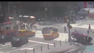 Auto vrazilo do chodcov na Times square!