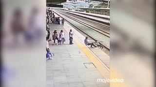 Chcela sa hodiť pod vlak (Čína)