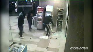 Profíci vykradli dva bankomaty za 70 sekúnd (Rusko)