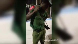 Africký veliteľ načapal spiaceho vojaka v službe