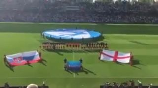 Slovenská hymna v podaní našich fanúšikov na zápase ME 21