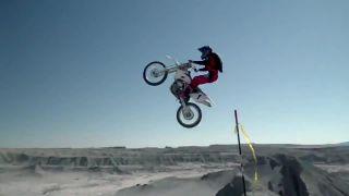 Moto base jump skúsi len blázon! (USA)