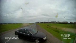 Fatálna zrážka vo vysokej rýchlosti (Audi vs. kamión)