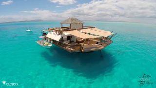 Cloud 9 Fidži - luxusný bar, ktorý sa vznáša na oceáne