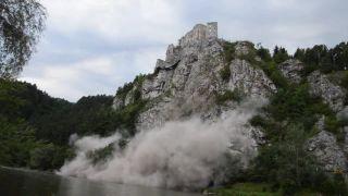 video Uvoľnenie skaly pod Strečnom