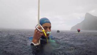 video Nový svetový rekord v ponore na jeden nádych