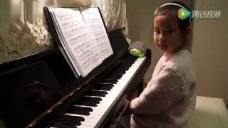 video 5-ročná mimoriadne nadaná klaviristka (Čína)