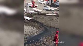 Kanalizácia praskla priamo na pláži (Soči)