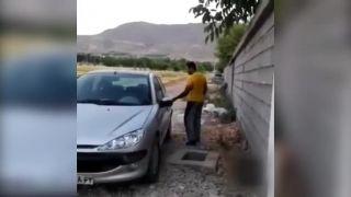 Frajer si zabudol kľúče v aute