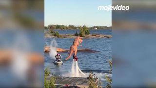 Pozri, na vode je T-Rex! (Kanada)