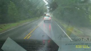 video Počas Irmy nejazdite autom!