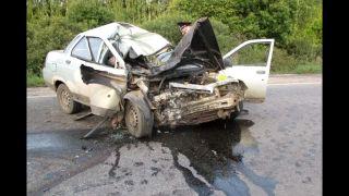 video Motorkár sa zabil, vodič auta prežil (čelná zrážka)