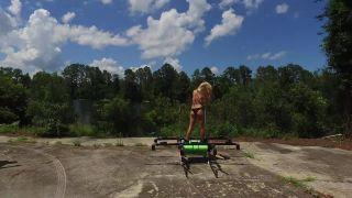 Kráľovná dronov si zalietala nad jazerom