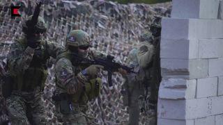 Vystúpenie s ostrou muníciou počas dní Kalašnikova