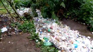 V Guatemale natočili plastovú povodeň