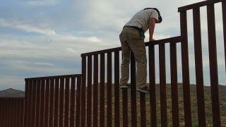 Ako preliezť cez mexické hranice?