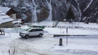 Land Rover vs. Fiat Panda