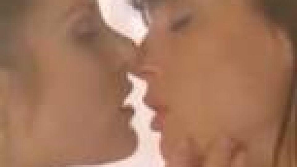 Bozkávanie lesbičky videá